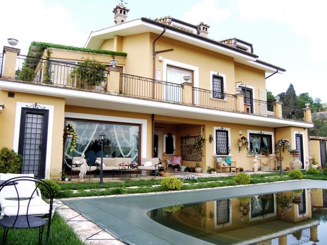 Case con vetrate excellent altri with case con vetrate for Ville moderne con vetrate